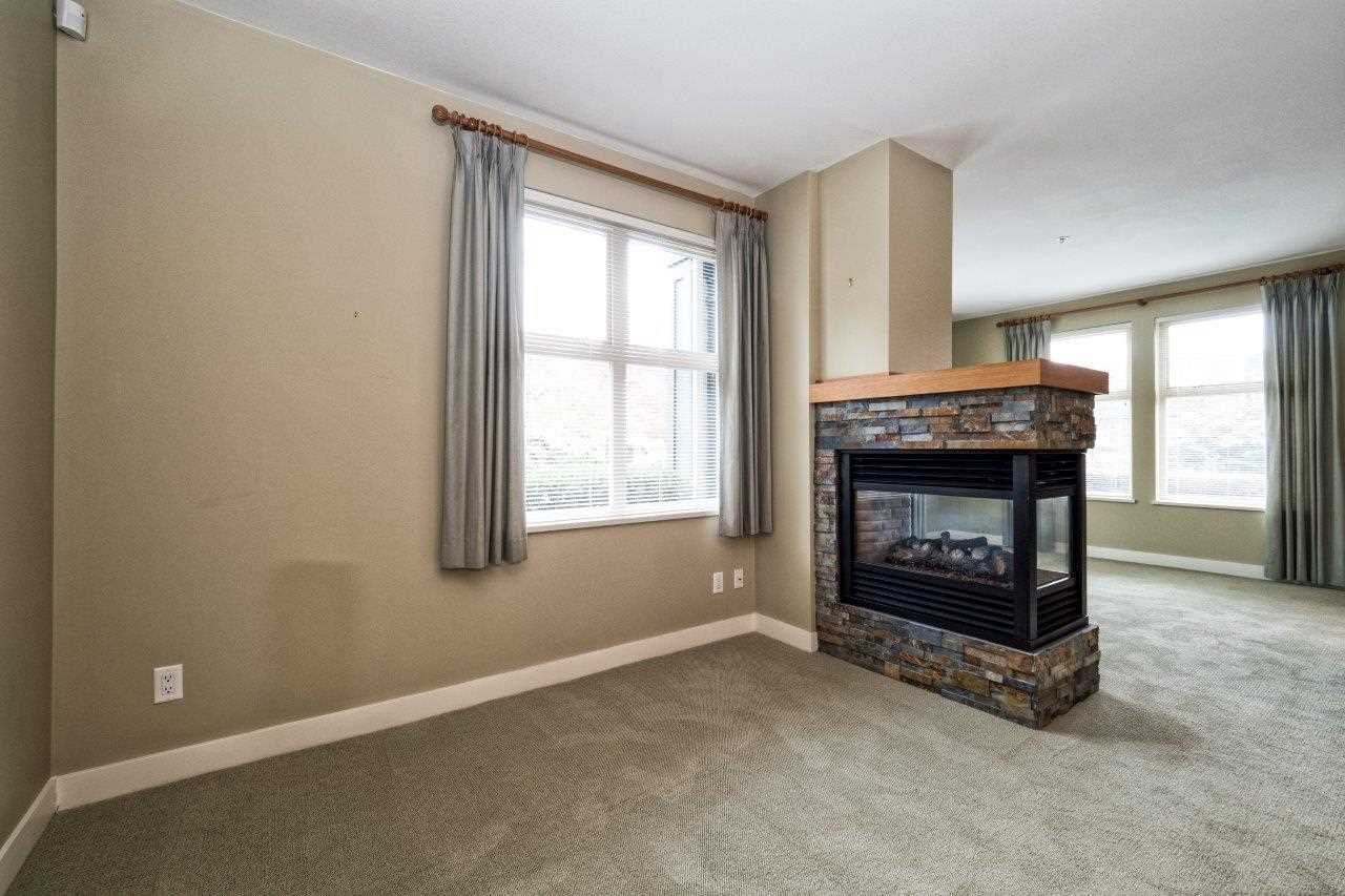 "Photo 2: Photos: 108 188 W 29TH Street in North Vancouver: Upper Lonsdale Condo for sale in ""VISTA 29"" : MLS®# R2010272"