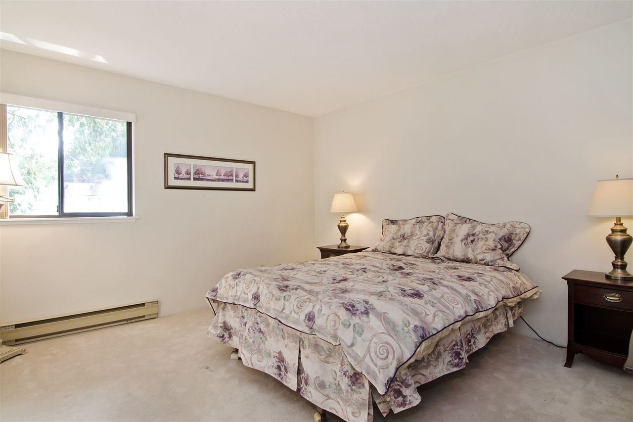"""Photo 8: Photos: 4709 GLENWOOD Avenue in North Vancouver: Canyon Heights NV Townhouse for sale in """"Montroyal Village"""" : MLS®# R2039436"""
