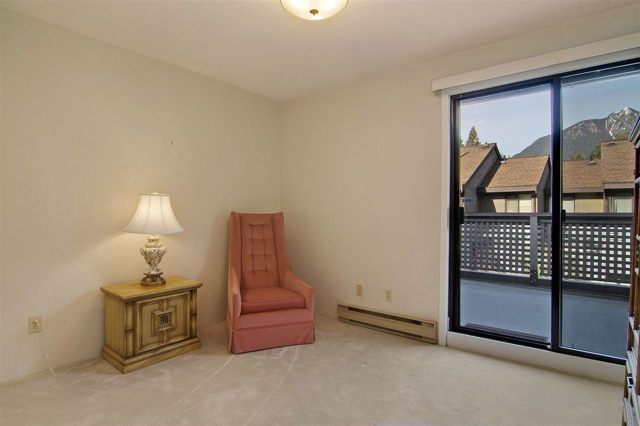 """Photo 9: Photos: 4709 GLENWOOD Avenue in North Vancouver: Canyon Heights NV Townhouse for sale in """"Montroyal Village"""" : MLS®# R2039436"""