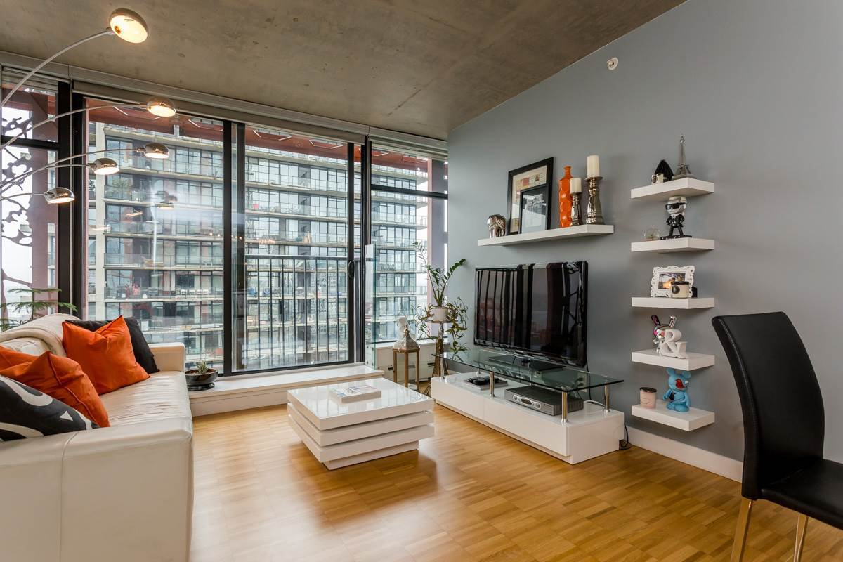 "Main Photo: 2805 128 W CORDOVA Street in Vancouver: Downtown VW Condo for sale in ""WOODWARDS"" (Vancouver West)  : MLS®# R2042542"