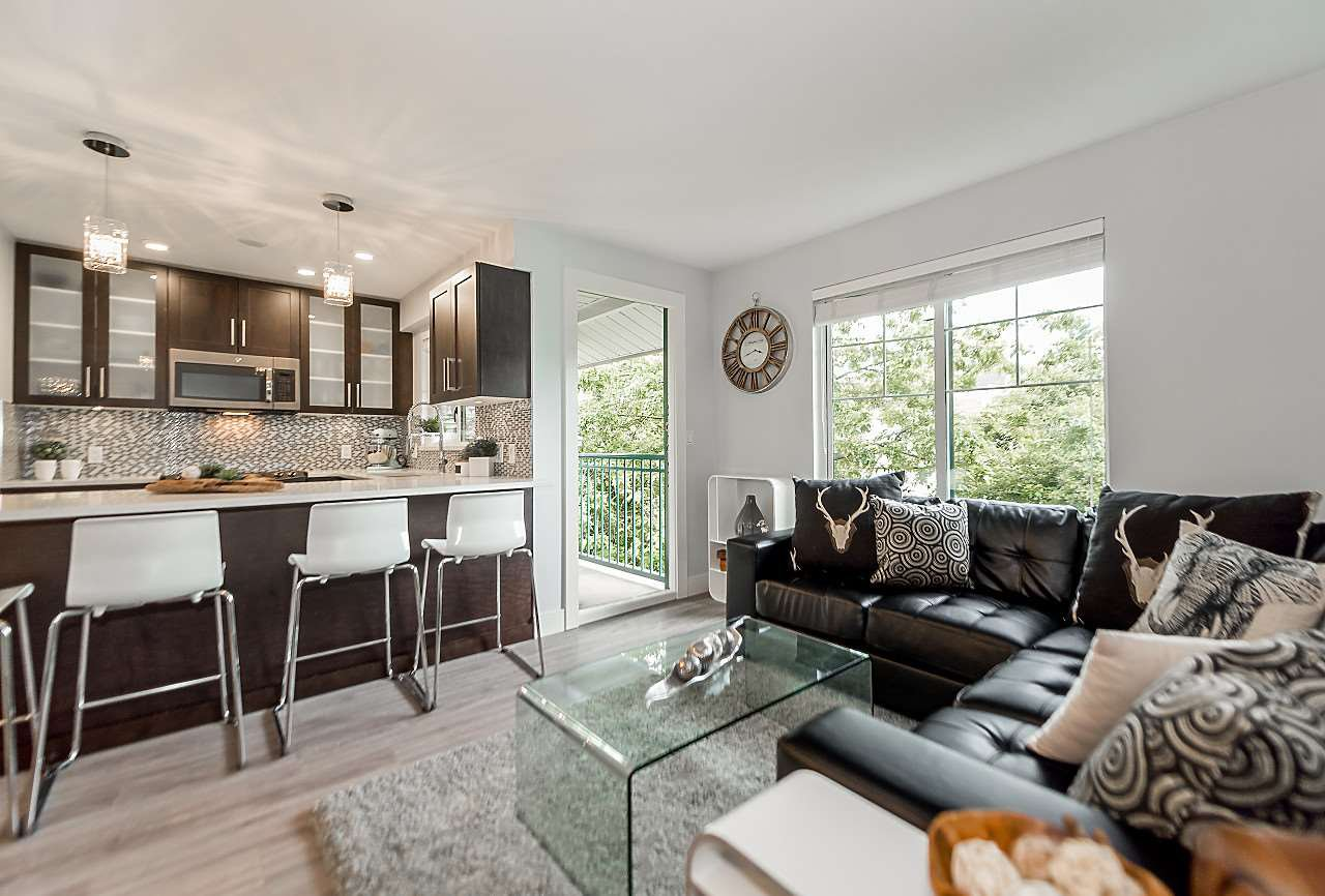 "Main Photo: 301 929 W 16TH Avenue in Vancouver: Fairview VW Condo for sale in ""OAKVIEW GARDENS"" (Vancouver West)  : MLS®# R2177994"