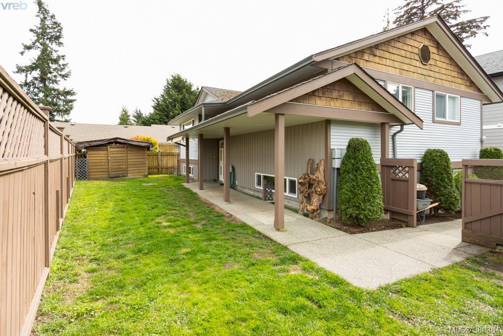 Main Photo: 1205 Parkdale Dr in VICTORIA: La Glen Lake House for sale (Langford)  : MLS®# 763951