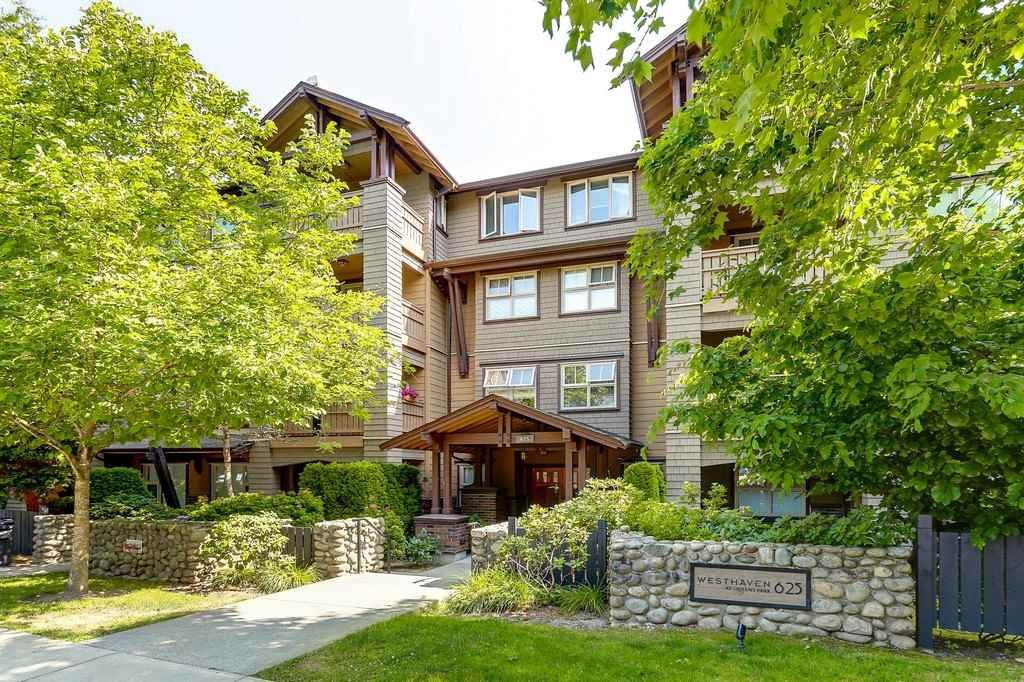 "Main Photo: 304 625 PARK Crescent in New Westminster: GlenBrooke North Condo for sale in ""WESTHAVEN"" : MLS®# R2189118"