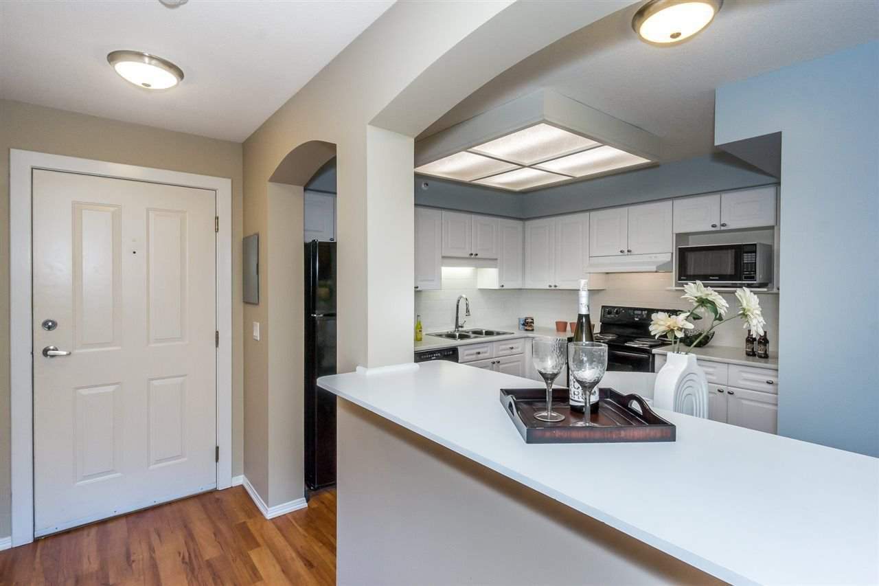 """Photo 5: Photos: 216 20976 56TH Avenue in Langley: Langley City Condo for sale in """"RIVERWALK"""" : MLS®# R2220785"""