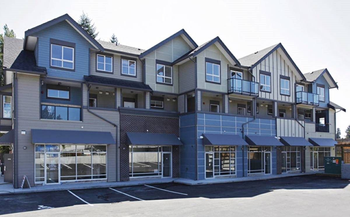 "Main Photo: 204 32059 HILLCREST Avenue in Abbotsford: Abbotsford West Townhouse for sale in ""Cedar Park Plaza"" : MLS®# R2233933"
