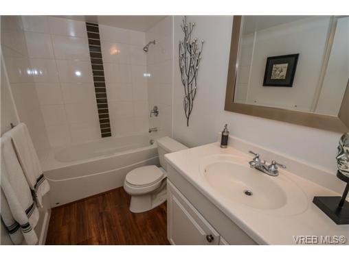 Main Photo: 101 1792 Rockland Avenue in VICTORIA: Vi Rockland Residential for sale (Victoria)  : MLS®# 324663