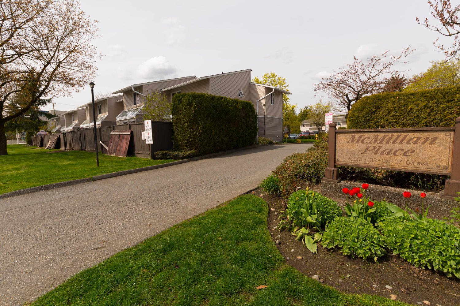 "Main Photo: 1 20301 53 Avenue in Langley: Langley City Townhouse for sale in ""McMillian Place"" : MLS®# R2258887"