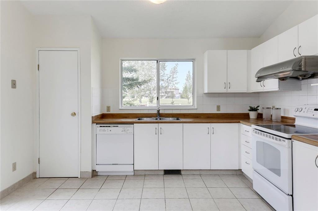 Photo 20: Photos: 232 RIVERSTONE Place SE in Calgary: Riverbend Detached for sale : MLS®# C4196523
