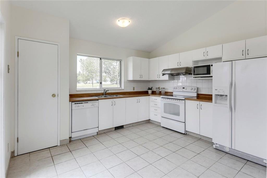 Photo 19: Photos: 232 RIVERSTONE Place SE in Calgary: Riverbend Detached for sale : MLS®# C4196523