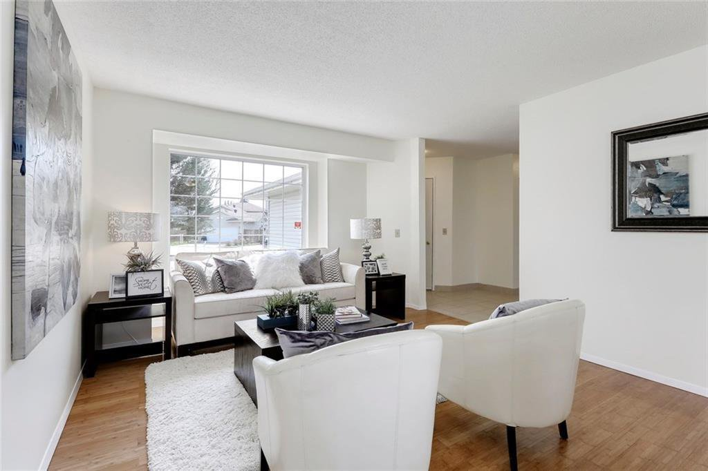 Photo 9: Photos: 232 RIVERSTONE Place SE in Calgary: Riverbend Detached for sale : MLS®# C4196523