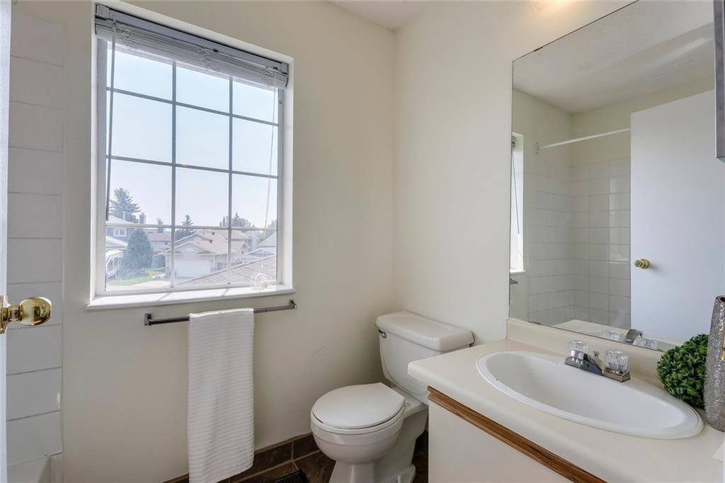 Photo 24: Photos: 232 RIVERSTONE Place SE in Calgary: Riverbend Detached for sale : MLS®# C4196523