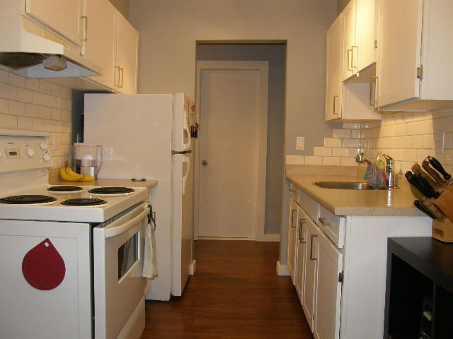 """Photo 6: Photos: 207 590 WHITING Way in Coquitlam: Coquitlam West Condo for sale in """"BALMORAL ESTATES"""" : MLS®# R2311061"""