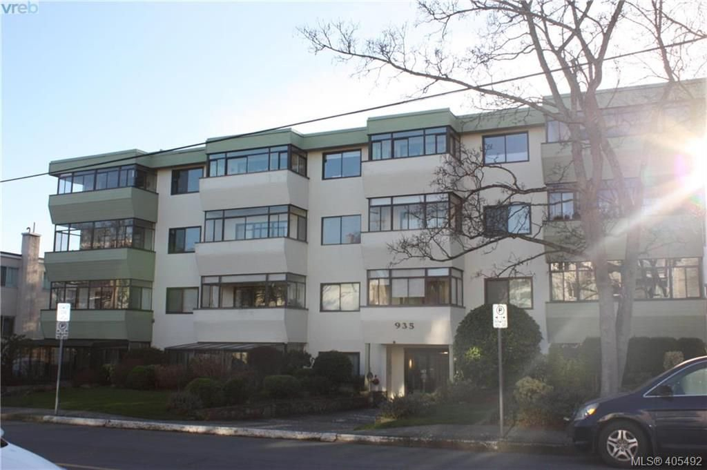Main Photo: 203 935 Fairfield Rd in VICTORIA: Vi Fairfield West Condo Apartment for sale (Victoria)  : MLS®# 805706