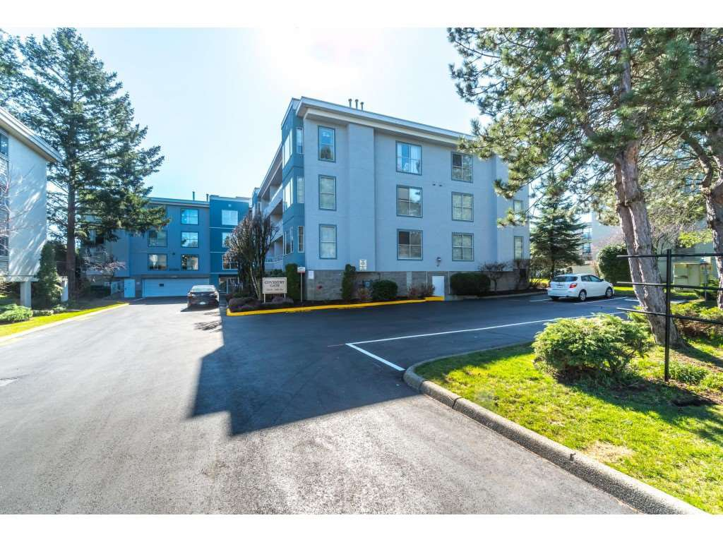 "Main Photo: 206 20350 54 Avenue in Langley: Langley City Condo for sale in ""Conventry Gate"" : MLS®# R2350859"