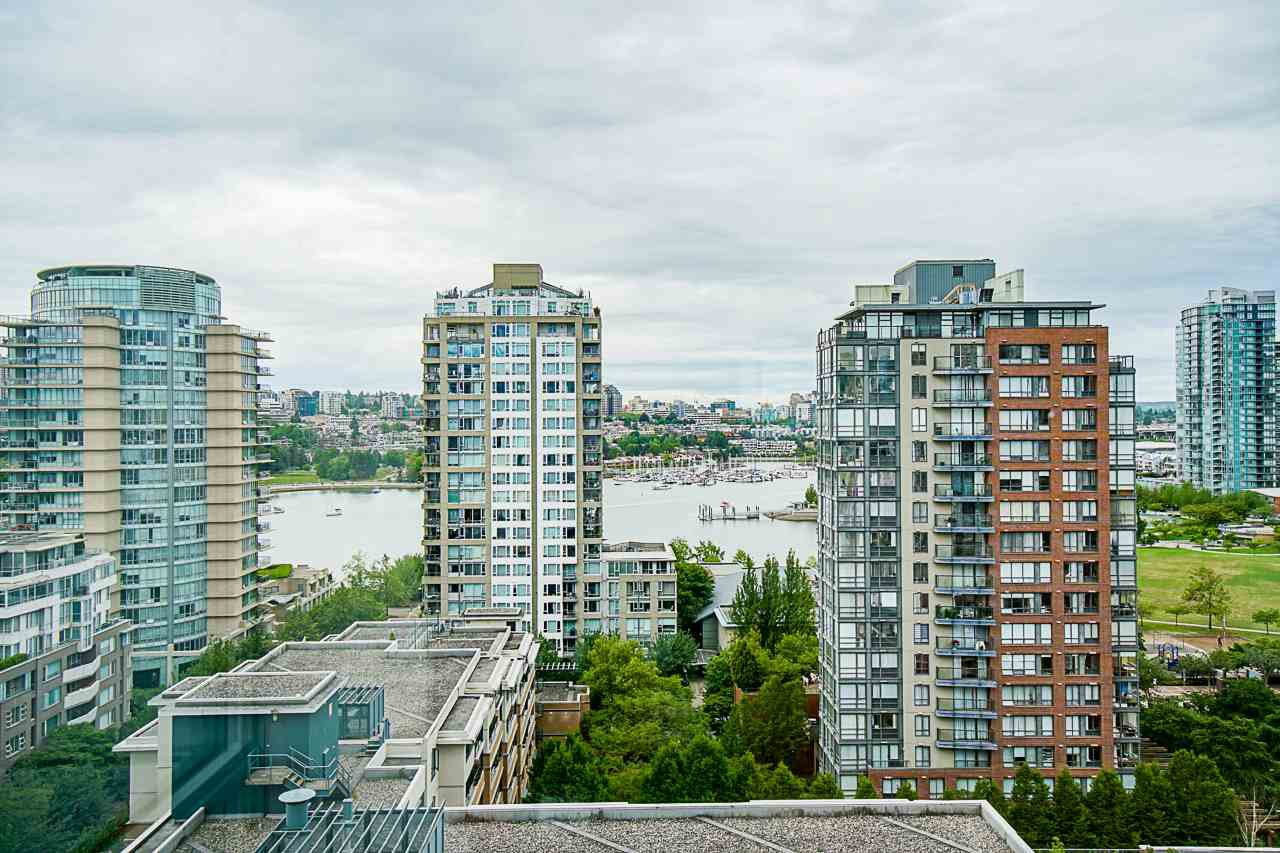 "Main Photo: 1801 1201 MARINASIDE Crescent in Vancouver: Yaletown Condo for sale in ""The Peninsula"" (Vancouver West)  : MLS®# R2373900"
