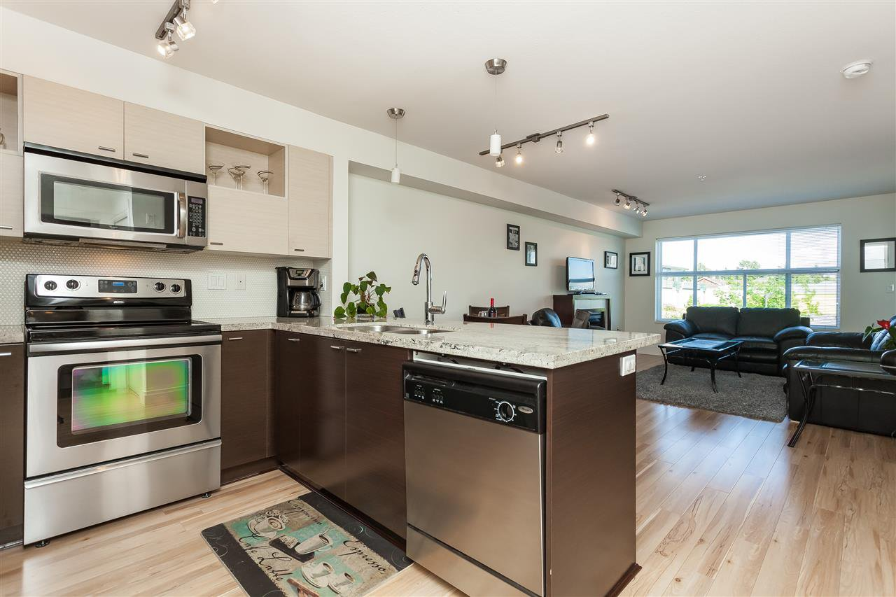 """Photo 5: Photos: 208 7445 120 Street in Delta: Scottsdale Condo for sale in """"The TREND"""" (N. Delta)  : MLS®# R2377961"""