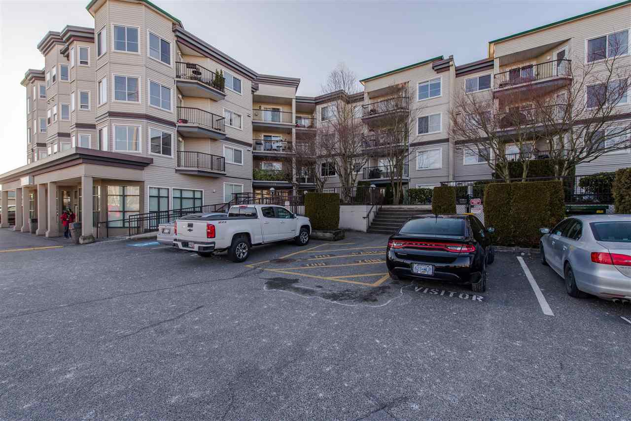 "Main Photo: 213 5759 GLOVER Road in Langley: Langley City Condo for sale in ""College Court"" : MLS®# R2415792"