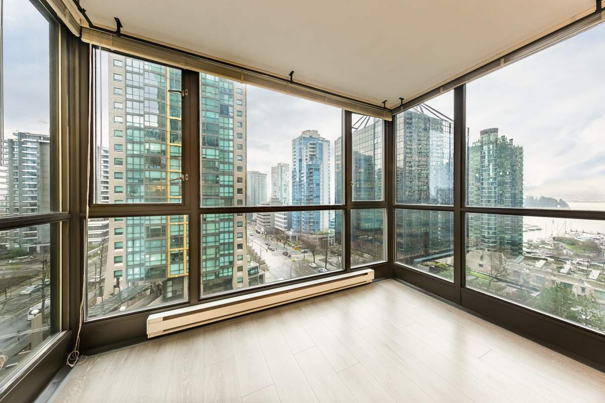 "Main Photo: 806 1331 ALBERNI Street in Vancouver: West End VW Condo for sale in ""THE LIONS"" (Vancouver West)  : MLS®# R2434955"