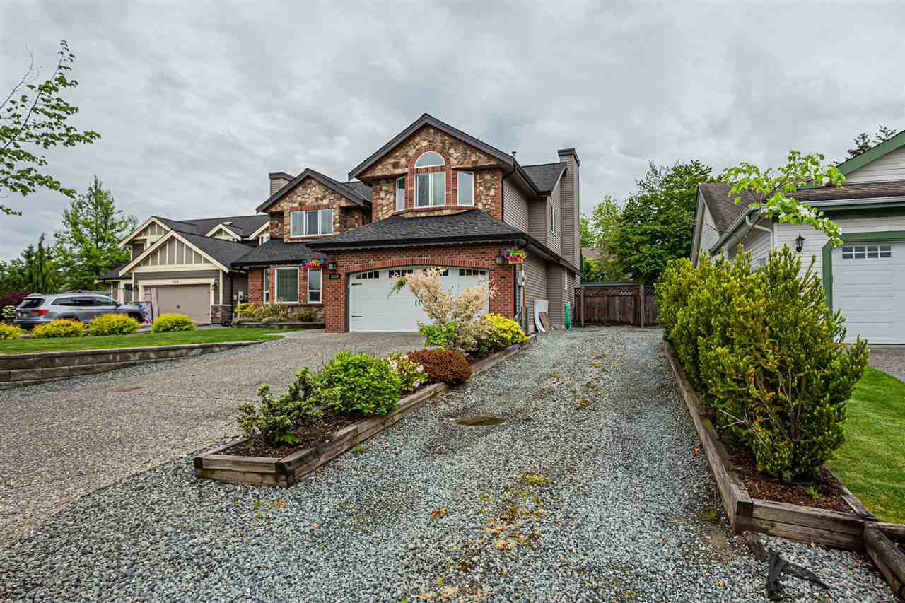 Main Photo: 4526 220 Street in Langley: Murrayville House for sale : MLS®# R2456813