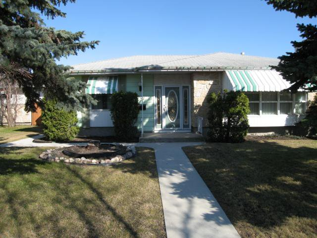 Main Photo: 907 BEAVERHILL Boulevard in WINNIPEG: Windsor Park / Southdale / Island Lakes Residential for sale (South East Winnipeg)  : MLS®# 1107874