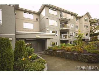 Main Photo: 107 951 Topaz Avenue in VICTORIA: Vi Hillside Residential for sale (Victoria)  : MLS®# 269998