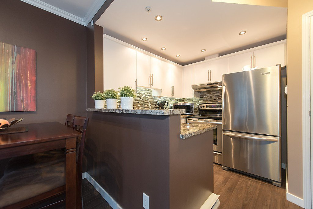 """Photo 2: Photos: 1002 811 HELMCKEN Street in Vancouver: Downtown VW Condo for sale in """"Imperial Tower"""" (Vancouver West)  : MLS®# R2022675"""