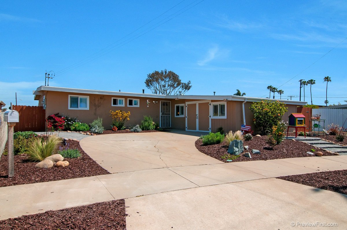 Main Photo: IMPERIAL BEACH House for sale : 4 bedrooms : 852 HICKORY COURT