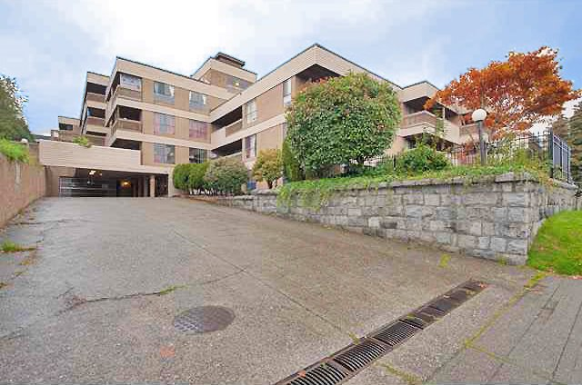 "Main Photo: 411 715 ROYAL Avenue in New Westminster: Uptown NW Condo for sale in ""VISTA ROYAL"" : MLS®# R2121975"