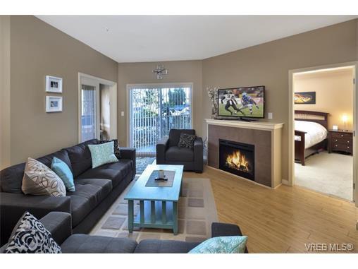 Main Photo: 204 821 Goldstream Ave in VICTORIA: La Langford Proper Condo for sale (Langford)  : MLS®# 751757