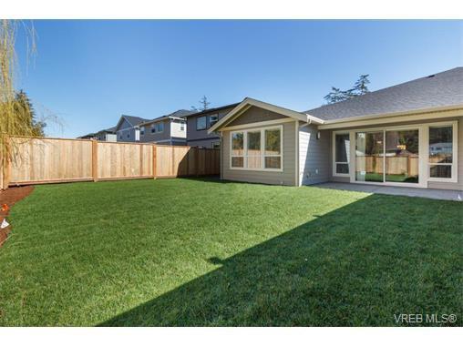 Photo 18: Photos: 221 Bellamy Link in VICTORIA: La Thetis Heights Half Duplex for sale (Langford)  : MLS®# 753483