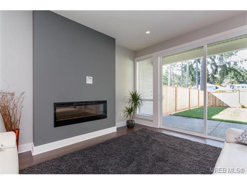 Photo 3: Photos: 221 Bellamy Link in VICTORIA: La Thetis Heights Half Duplex for sale (Langford)  : MLS®# 753483
