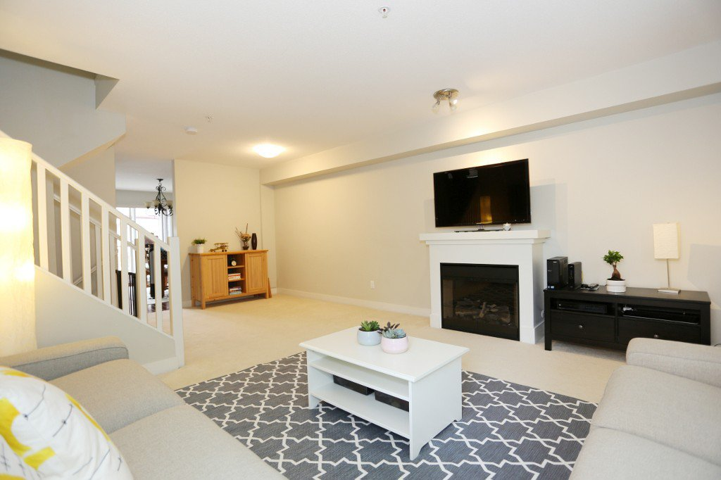 """Photo 16: Photos: 56 20038 70 Avenue in Langley: Willoughby Heights Townhouse for sale in """"DAYBREAK"""" : MLS®# R2195440"""