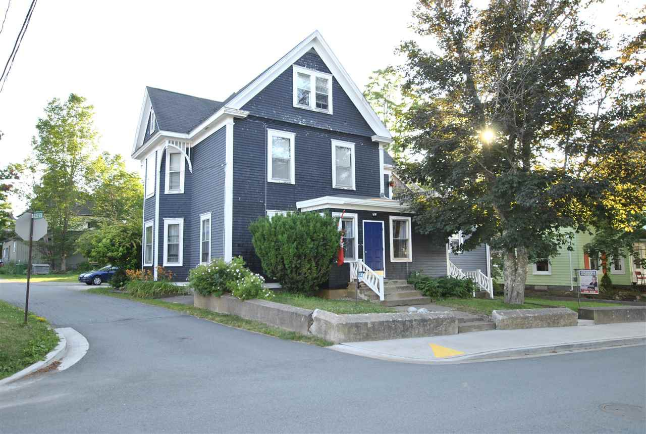 Main Photo: 14 Pleasant Street in Mahone Bay: 405-Lunenburg County Residential for sale (South Shore)  : MLS®# 201918154