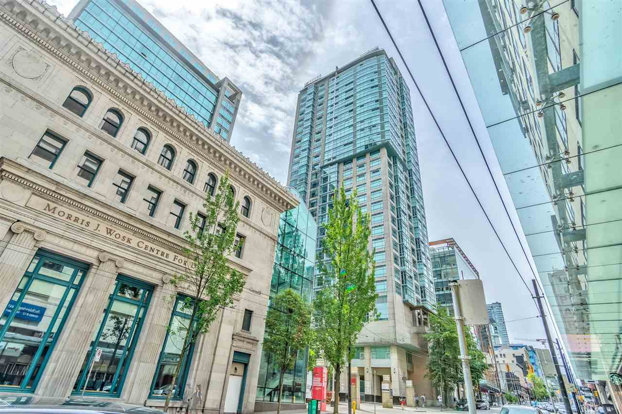 "Main Photo: 1206 438 SEYMOUR Street in Vancouver: Downtown VW Condo for sale in ""Conference Plaza"" (Vancouver West)  : MLS®# R2396667"