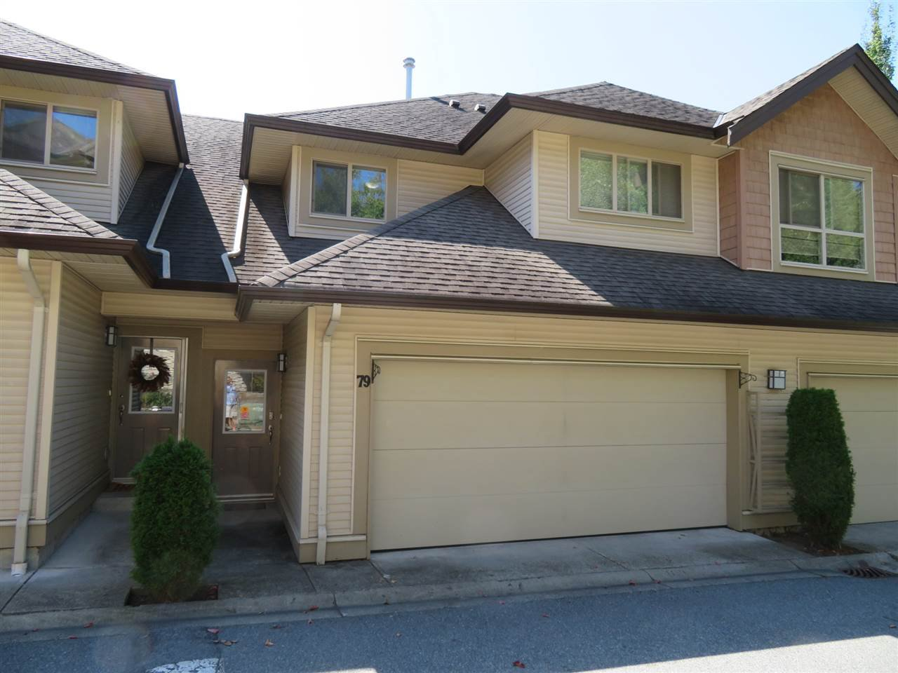 """Main Photo: 79 20350 68 Avenue in Langley: Willoughby Heights Townhouse for sale in """"Sunridge"""" : MLS®# R2399690"""