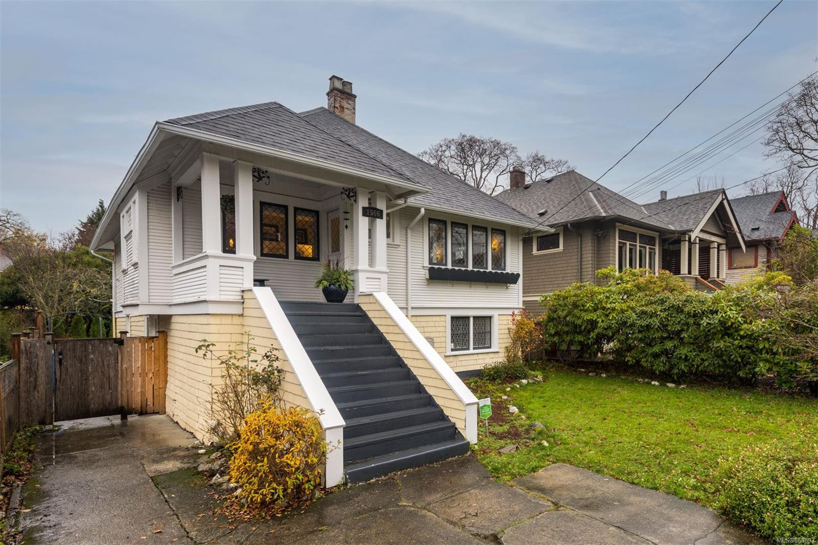 Main Photo: 1566 Yale St in : OB North Oak Bay House for sale (Oak Bay)  : MLS®# 860893