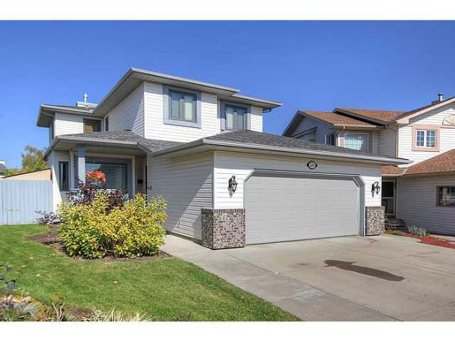 Main Photo: 230 SUNVISTA Court SE in Calgary: Sundance Residential Detached Single Family for sale : MLS®# C3637145