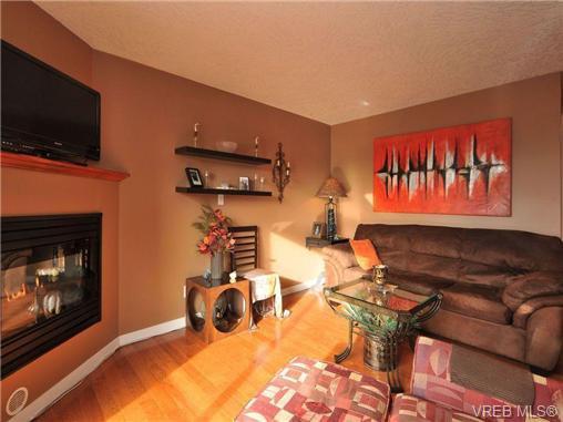 Main Photo: 405 832 Fisgard St in VICTORIA: Vi Central Park Condo for sale (Victoria)  : MLS®# 690148