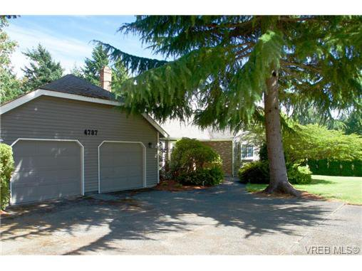 Main Photo: 4787 Amblewood Dr in VICTORIA: SE Cordova Bay House for sale (Saanich East)  : MLS®# 708497