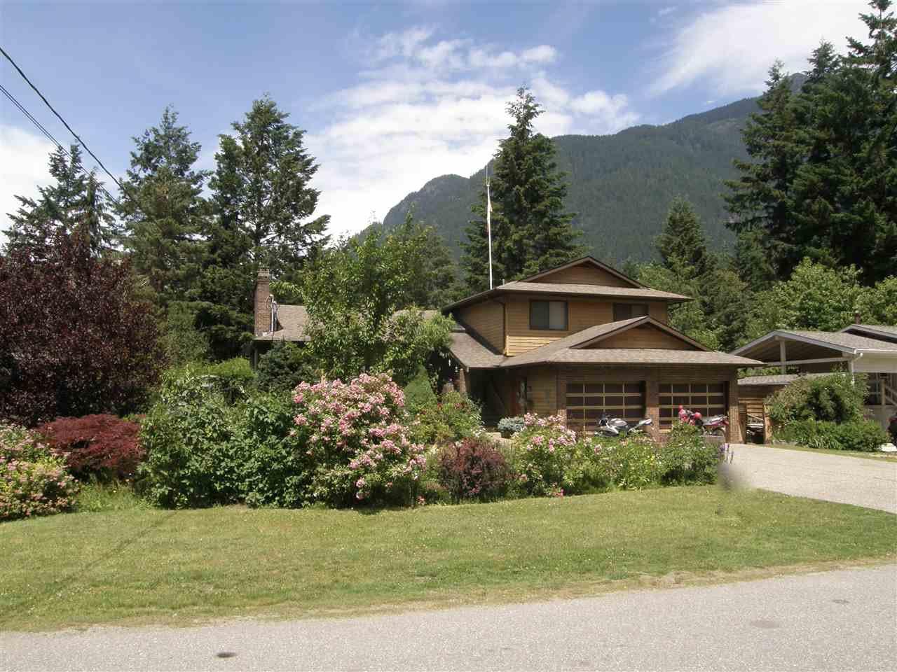 Main Photo: 65943 PARK Avenue in Hope: Hope Kawkawa Lake House for sale : MLS®# R2077504