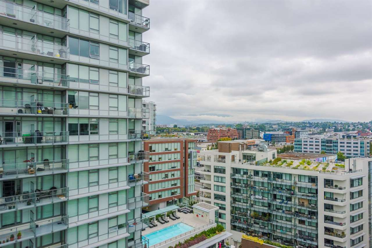 """Photo 3: Photos: 1611 111 E 1ST Avenue in Vancouver: Mount Pleasant VE Condo for sale in """"BLOCK 100"""" (Vancouver East)  : MLS®# R2106776"""