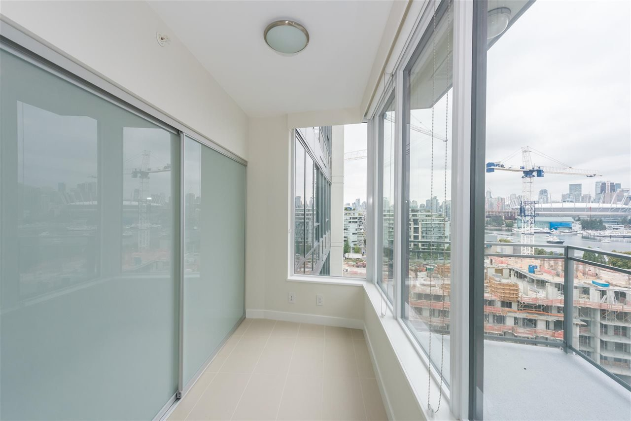 """Photo 8: Photos: 1611 111 E 1ST Avenue in Vancouver: Mount Pleasant VE Condo for sale in """"BLOCK 100"""" (Vancouver East)  : MLS®# R2106776"""