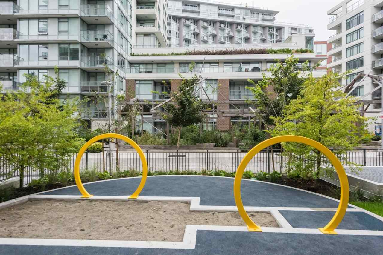 """Photo 14: Photos: 1611 111 E 1ST Avenue in Vancouver: Mount Pleasant VE Condo for sale in """"BLOCK 100"""" (Vancouver East)  : MLS®# R2106776"""