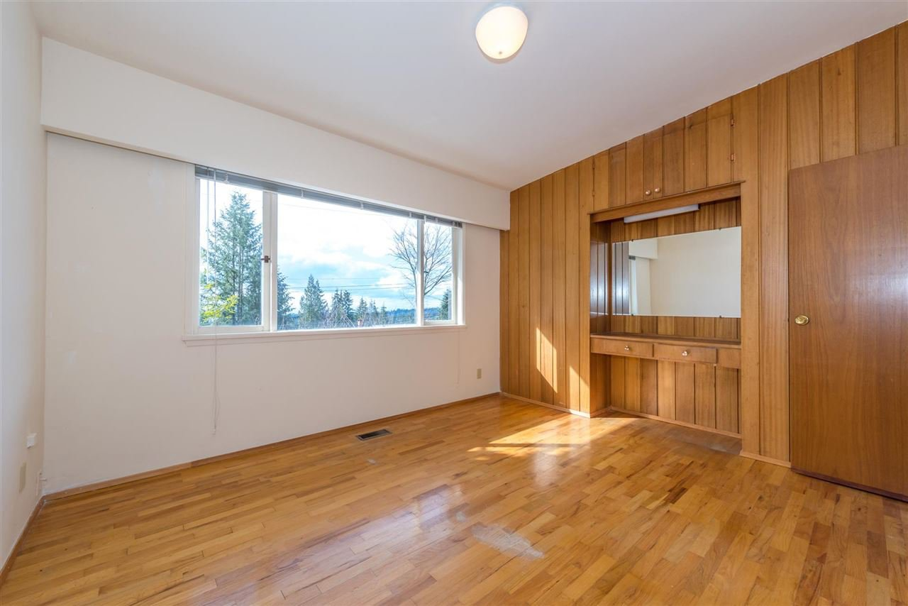 Photo 9: Photos: 734 CRYSTAL Court in North Vancouver: Canyon Heights NV House for sale : MLS®# R2141771