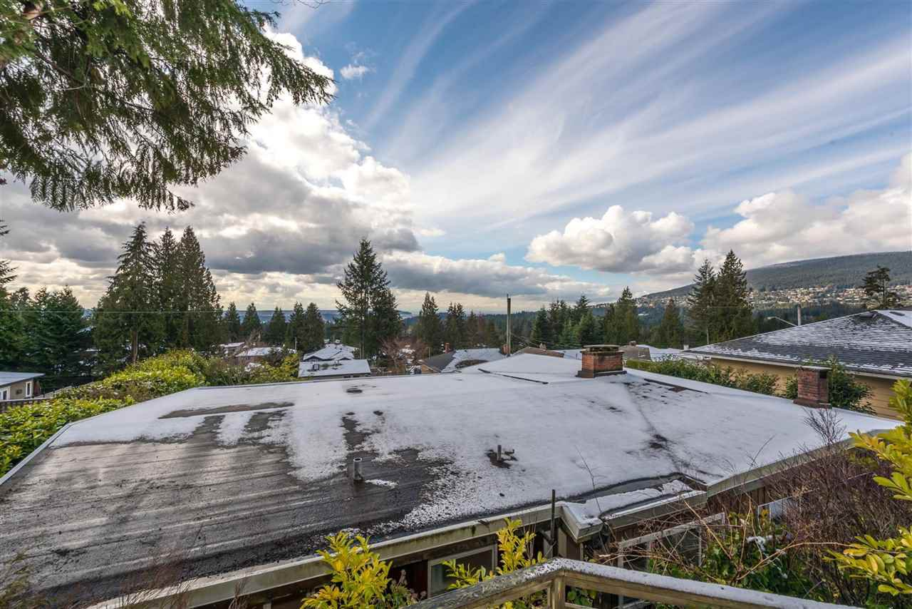 Photo 2: Photos: 734 CRYSTAL Court in North Vancouver: Canyon Heights NV House for sale : MLS®# R2141771