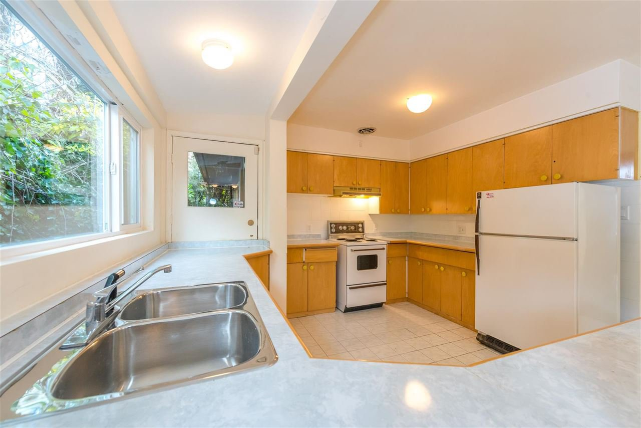 Photo 15: Photos: 734 CRYSTAL Court in North Vancouver: Canyon Heights NV House for sale : MLS®# R2141771