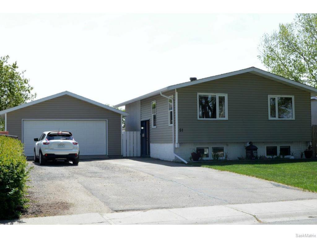 Main Photo: 51 DRYBURGH Crescent in Regina: Walsh Acres Single Family Dwelling for sale (Regina Area 01)  : MLS®# 610600