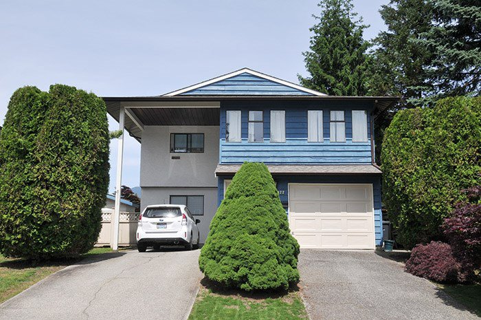 Main Photo: 3177 SECHELT Drive in Coquitlam: New Horizons House for sale : MLS®# R2174898