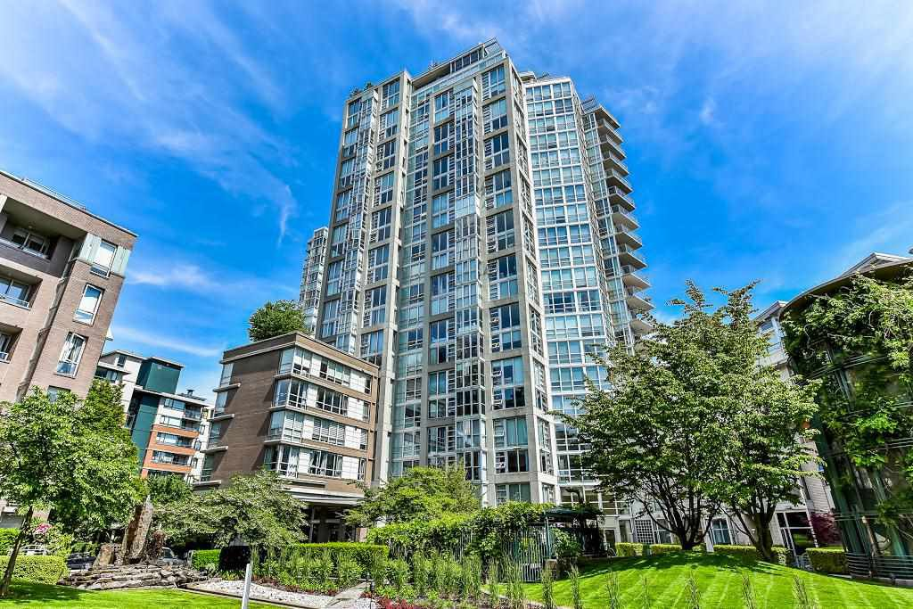 "Main Photo: 603 1228 MARINASIDE Crescent in Vancouver: Yaletown Condo for sale in ""Crestmark II"" (Vancouver West)  : MLS®# R2175339"