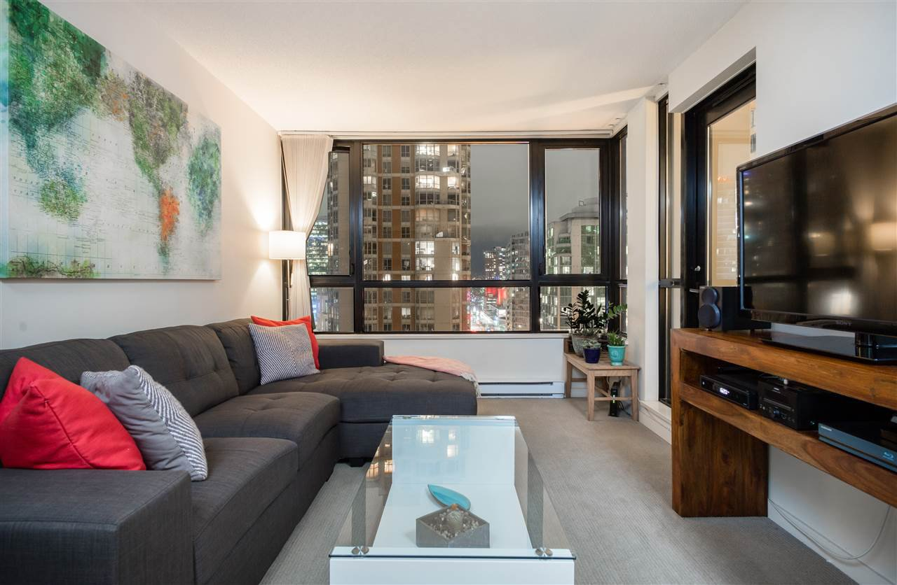 """Main Photo: 1901 909 MAINLAND Street in Vancouver: Yaletown Condo for sale in """"YALETOWN PARK II"""" (Vancouver West)  : MLS®# R2239205"""